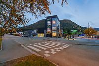 Parken er et lite kjøpesenter midt i sentrum av Åfjord som i tillegg til butikker har egen fotballbane og klatreborg på taket.
