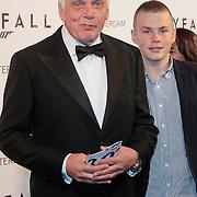 NLD/Amsterdam/20121028 - Inloop premiere nieuwe James Bond film Skyfall, Jan Slagter en zoon Diederik