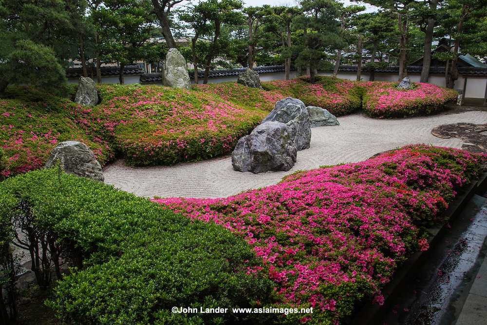 Komyoji Garden at Komyoji Temple is a rare dry garden, sometimes called a Zen garden, although this temple is not of the Zen sect of Buddhism.  It is a popular temple with locals in the Kamakura area for its abundant cherry blossoms in spring, frequent flea markets, and free parking near the beach.