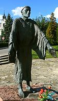 22.09.2006 Dukla woj podkarpackie N/z pomnik sw Jana z Dukli fot Michal Kosc / AGENCJA WSCHOD
