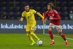 Lucas Andersen (Danmark) følges af Martin Olsson (Sverige) under venskabskampen mellem Danmark og Sverige den 11. november 2020 på Brøndby Stadion (Foto: Claus Birch).