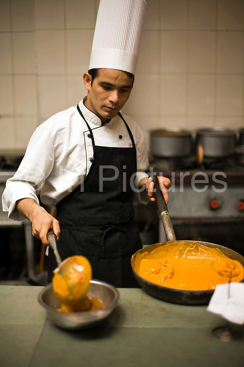 A chef prepares a dish of butter chicken at Moti Mahal Restaurant in Old Delhi, India<br /> The resturant opened in 1947 is widely credited with inventing the classic Delhi dish, butter chicken.