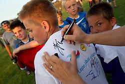 Otroci z avtogrami na dobrodelni nogometni tekmi SD Bilje, katere izkupicek  je namenjen Zavodu Lu ter Fundaciji Vrabcek upanja, on June 22, 2012 in Bilje pri Novi Gorici, Slovenia. (Photo by Vid Ponikvar / Sportida.com)
