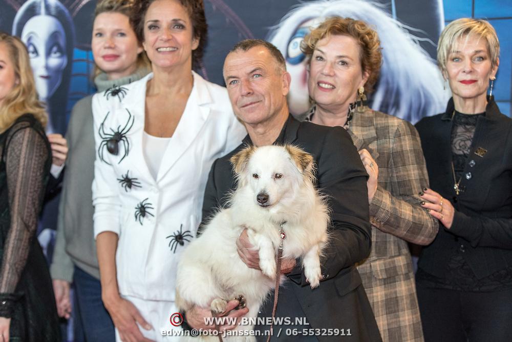 NLD/Amsterdam/20191201 - Nederlandse premiere The Addams Family, Nederlandse stemmencast Lenette van Dongen Raymonde de Kuyper, Raymond Thiry, Hilde de Mildt