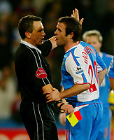 Fotball<br /> Premier League England 2004/2005<br /> Foto: BPI/Digitalsport<br /> NORWAY ONLY<br /> <br /> Crystal Palace v Blackburn Rovers<br /> 11/12/2004<br /> <br /> David Thompson of Blackburn argues with referee, Alan Wiley after receiving his second yellow card.