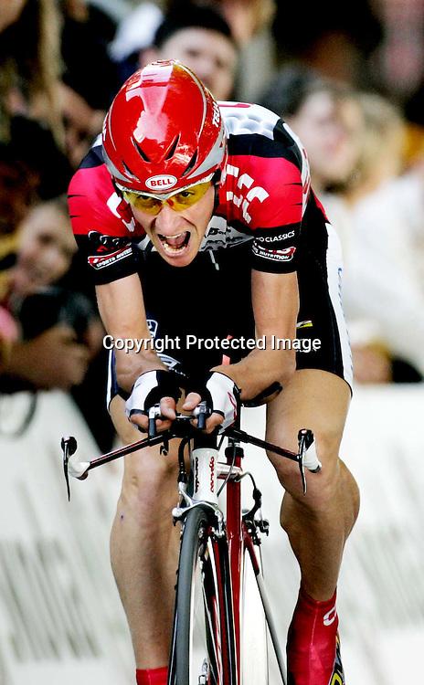 Lierse, 20040703.Tour de France. Kurt Asle Arvesen...Foto: Daniel Sannum Lauten/Dagbladet *** Local Caption *** Arvesen,Kurt Asle