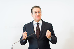 11.01.2019, Hotel Schlosspark, Mauerbach, AUT, Bundesregierung, Pressefoyer nach der Regierungsklausur 2019, im Bild Vizekanzler Heinz-Christian Strache (FPÖ) // Austrian Vice Chancellor Heinz-Christian Strache during media briefing after convention of the Austrian government at Mauerbach in Lower Austria, Austria on 2019/01/11 EXPA Pictures © 2019, PhotoCredit: EXPA/ Michael Gruber