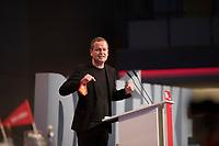 DEU, Deutschland, Germany, Berlin, 22.08.2020: Dr. Klaus Lederer (Die Linke), Senator für Kultur und Europa des Landes Berlin, bei seiner Rede auf dem Landesparteitag von DIE LINKE im Estrel Convention Center in Neukölln. Es ist der erste nicht-virtuelle Parteitag einer Partei in der Corona-Pandemie. Es gelten strikte Abstands- und Hygieneregeln sowie Maskenpflicht (ausser an den Plätzen), so sollen Ansteckungen mit dem Coronavirus vermieden werden.