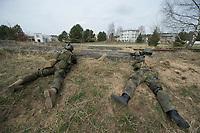 """03 APR 2012, LEHNIN/GERMANY:<br /> Kampfschwimmer der Bundeswehr trainieren """"an Land"""" infanteristische Kampf, hier Haeuserkampf- und Geiselbefreiungsszenarien auf einem Truppenuebungsplatz<br /> IMAGE: 20120403-01-053<br /> KEYWORDS: Marine, Bundesmarine, Soldat, Soldaten, Armee, Streitkraefte, Spezialkraefte, Spezialkräfte, Kommandoeinsatz, Übung, Uebung, Training, Spezialisierten Einsatzkraeften Marine, Waffentaucher"""