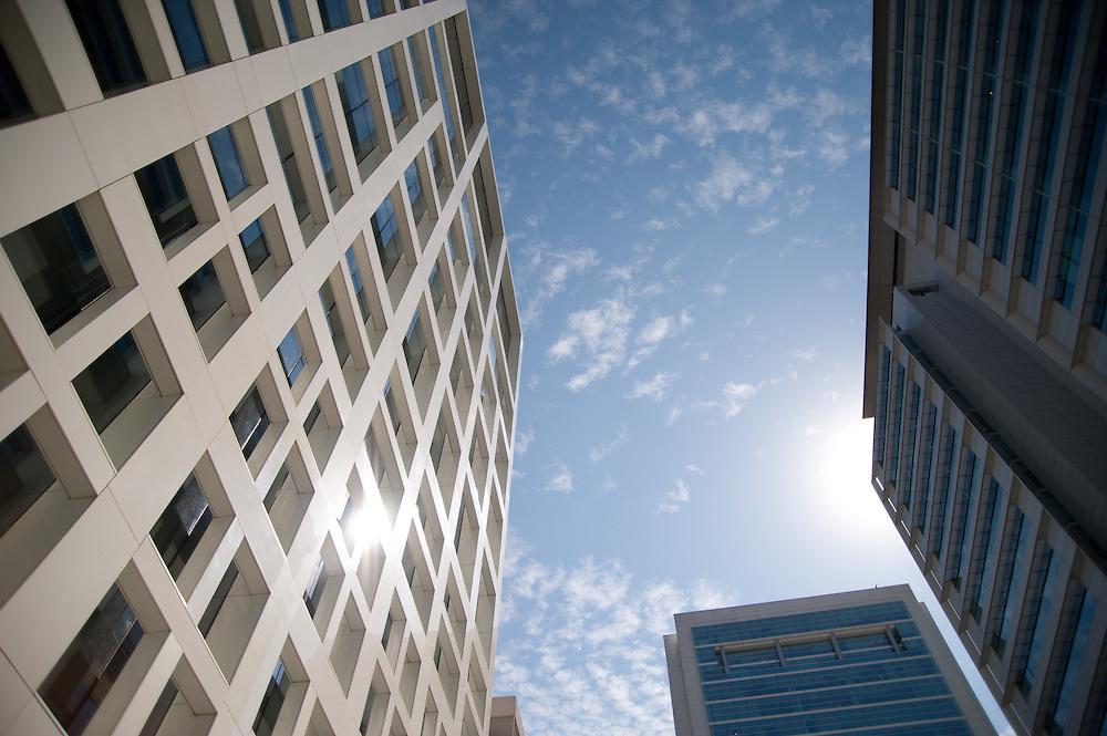 Edificios en Santiago de Chile / barrio El Golf, Las Condes.