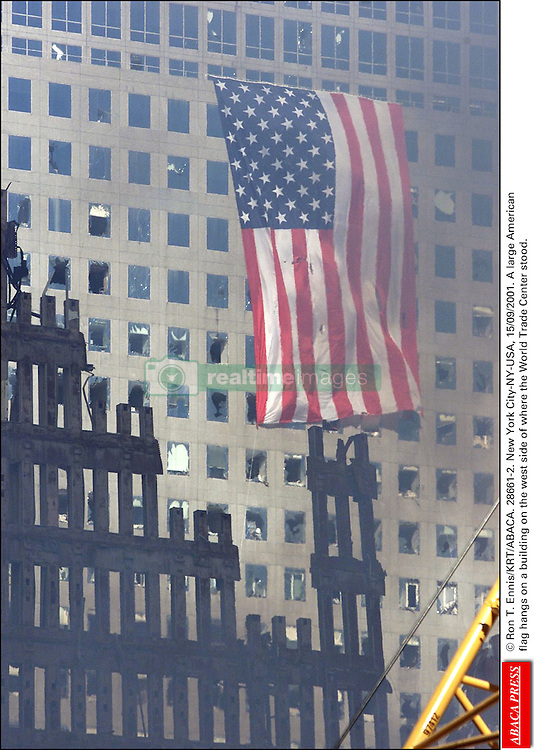 © Ron T. Ennis/KRT/ABACA. 28661-2. New York City-NY-USA, 15/09/2001. A large American flag hangs on a building on the west side of where the World Trade Center stood.  | 28661_02