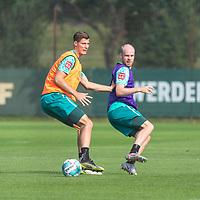 16.09.2020, Trainingsgelaende am wohninvest WESERSTADION - Platz 12, Bremen, GER, 1.FBL, Werder Bremen Training<br /> <br /> Pattrick Erras (Werder Bremen Neuzugang 29<br /> Davy Klaassen (Werder Bremen #30)<br /> Querformat<br />  ,Ball am Fuss, <br /> <br /> <br /> <br /> Foto © nordphoto / Kokenge