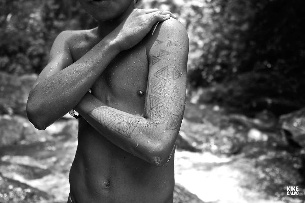 Embera paint their bodies with a dye made from Genipa americana, the berry of a species of genip tree. The black dye is thought to repel insects and the designs are known as Jagua Tattoos
