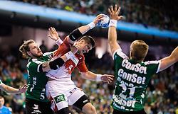 Berlin, Deutschland, 16.05.2015:<br /> Handball EHF Pokal Halbfinale Spiel 1 2014 / 2015 - Skjern Handbold - HSV Hamburg - EHF CUP Finals 2014/15.<br /> <br /> Alexandru Viorel Simicu (HSV #4) - Frederik Borm (Skjern Handbold #5), Rene Toft Rasmussen (Skjern Handbold #21) *** Local Caption *** © pixathlon