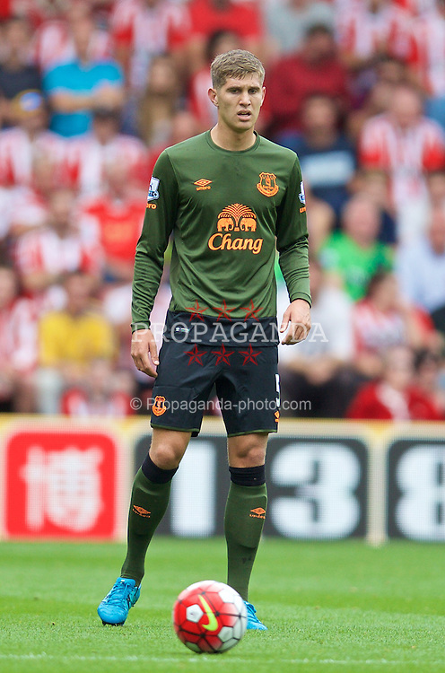 SOUTHAMPTON, ENGLAND - Saturday, August 15, 2015: Everton's John Stones in action against Southampton during the FA Premier League match at St Mary's Stadium. (Pic by David Rawcliffe/Propaganda)