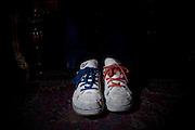 Le scarpe con stringhe differenti di Filippo Nogarin. Nuovo Sindaco di Livorno<br />  Livorno 9 luglio  2014 . Daniele Stefanini /  OneShot
