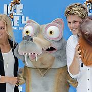 NLD/Haarlem/20120627 - Filmpremiere Ice Age 4, Tim Douwsma en partner Marit