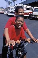 """Panama - Ville de Colon - Station de bus """"diable rouge"""""""