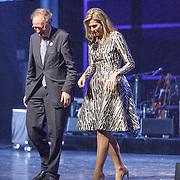 NLD/Amsterdam/20151130 - Uitreiking Prins Bernhard Cultuurfonds prijs 2015, Alexander Rinnooy Kan, voorzitter van het Prins Bernhard Cultuurfonds en Koningin Maxima