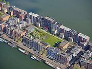 Nederland, Noord-Holland, Amsterdam, 07-05-2021; Java-eiland. Javakade (voorgrond), Sumatrakade en Seranggracht, zicht op de Kratontuin.<br /> Java Island. Javakade (foreground), Sumatrakade and Seranggracht, view of the Kraton Garden.<br /> <br /> luchtfoto (toeslag op standaard tarieven);<br /> aerial photo (additional fee required)<br /> copyright © 2021 foto/photo Siebe Swart