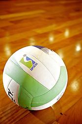 Bolas de vôlei durante treino no ADC Bradesco Esporte e Educação, em Osasco. FOTO: Jefferson Bernardes/Preview.com