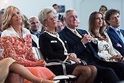 Koningin Maxima is aanwezig bij de uitreiking van de Familiebedrijven Award. Deze prijs wordt jaarlijks door de Stichting Familie Onderneming uitgereikt aan het beste familiebedrijf in Nederland. <br /> <br /> Queen Maxima was present at the presentation of the Family Business Award. This prize is awarded annually by the Foundation for Family Enterprise at the best family business in the Netherlands.<br /> <br /> Op de foto / On the photo: John Fentener van Vlissingen (M)