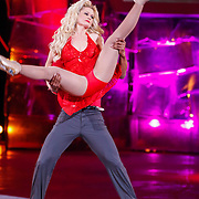 NLD/Hilversum/20130105 - 2de Liveshow Sterren Dansen op het IJs 2013, Monique Sluyter en danspartner Yannick Bonheur