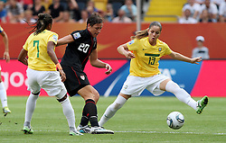 10.07.2011, Glückgas Stadion, Dresden,  GER, FIFA Women Worldcup 2011, Viertelfinale , Brasil (BRA) vs USA (USA)  im Bild   .Ester und Erika (BRA) gegen Abby Wanbach (USA)  .//  during the FIFA Women Worldcup 2011, Quarterfinal, Germany vs Japan  on 2011/07/10, Arena im Allerpark , Wolfsburg, Germany.  .EXPA Pictures © 2011, PhotoCredit: EXPA/ nph/  Hessland       ****** out of GER / CRO  / BEL ******