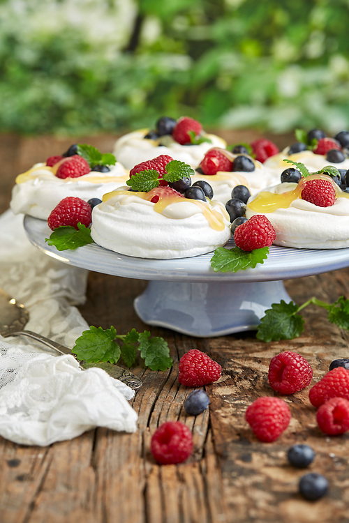 Baka glutenfritt med hallon och blåbär