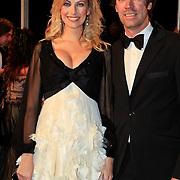 NLD/Katwijk/20101030 - Inloop premiere musical Soldaat van Oranje, zwangere Susan Smit en partner Peter Veldhoven