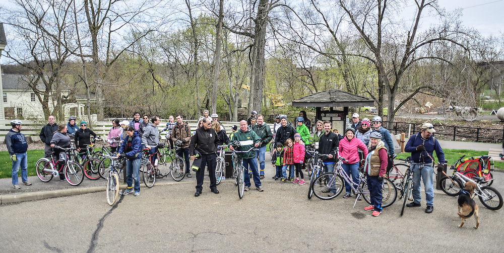 Residents gathered with their bicycles at Block to Lock: Bike for the Earth Day.