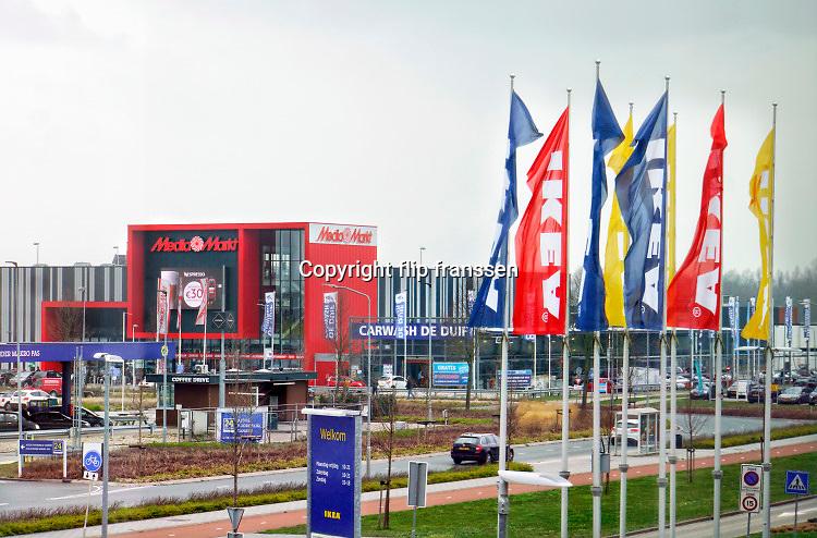 Nederland, Duiven, 23-3-2019 De winkel van Ikea op een bedrijventerrein Nieuwgraaf. Hier zijn ook media markt, de makro en binnenkort Hornbach gevestigd . Ikea is een Scandinavische keten die zelfbouwmeubels en woonartikelen verkoopt in een magazijnachtige ruimte.Foto: Flip Franssen