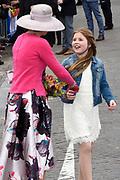 De koninklijke familie is in Zwolle voor de viering van Koningsdag. /// The royal family is in Zwolle for the celebration of King's Day.<br /> <br /> Op de foto / On the photo:  Koningin Maxima met prinses Alexia  / Queen Maxima Princes Alexia