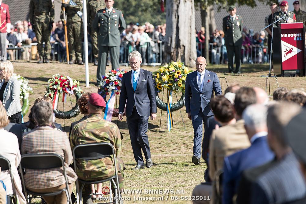 NLD/Ede/20190921- Prince Charles en Prinses Beatrix bij herdenking Airborne, Ahmed Marcouch legt een krans ter nagedachtenis