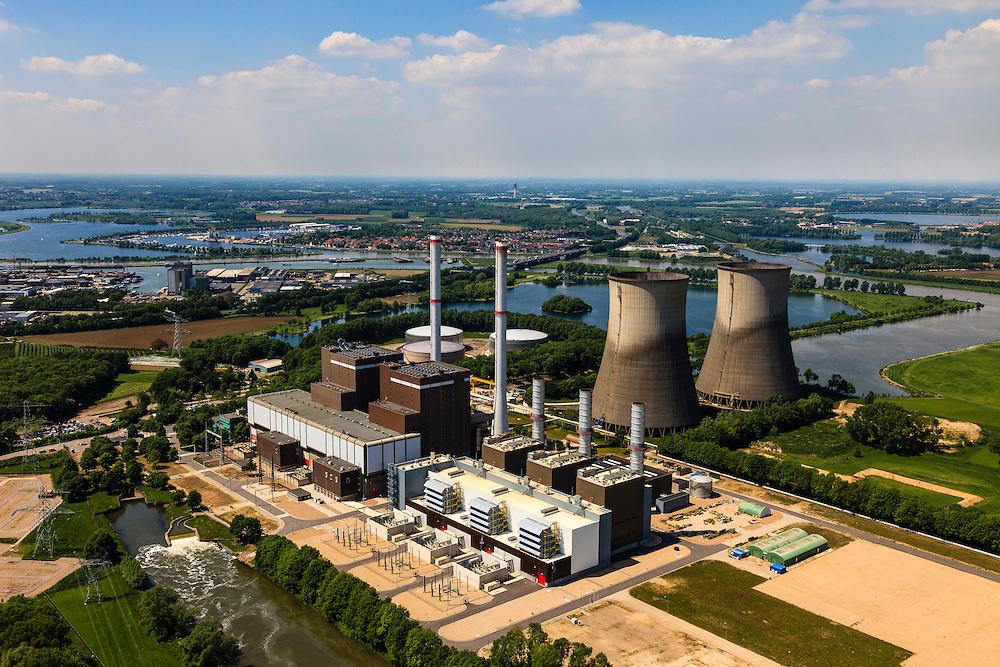 Nederland, Limburg, Gemeente Maasgouw, 27-05-2013; Maasbracht, Prins Clauscentrale, elektriciteitscentrale van Essent gelegen aan de Maas, werkt voornamelijk op aardgas. Levert ook groene stroom waarvoor de centrale gestookt wordt met plantaardige olie. De centrale wordt gekoeld met behulp van de monumentale koeltorens en/of rivierwater. De centrale is uitgebreid met een STEG-eenheid (stoom- en gasturbine). Maasplassen en A2 in de achtergrond.<br /> Prins Claus power plant (Essent) situated on the Maas, working primarily on natural gas. The plant can also supply green electricity if fueled with vegetable oil. The plant is either cooled by the monumental cooling towers and / or river water.<br /> luchtfoto (toeslag op standard tarieven);<br /> aerial photo (additional fee required);<br /> copyright foto/photo Siebe Swart