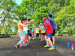 """October 7, 2018 - (07102018) Mauricio Induni pasa entre sus compañeros de Holistic Runners, quienes lo despidieron previo a su viaje a Chicago. PROHIBIDO EL USO O REPRODUCCIÃ""""N EN COSTA RICA. (Credit Image: © La Nacion via ZUMA Press)"""