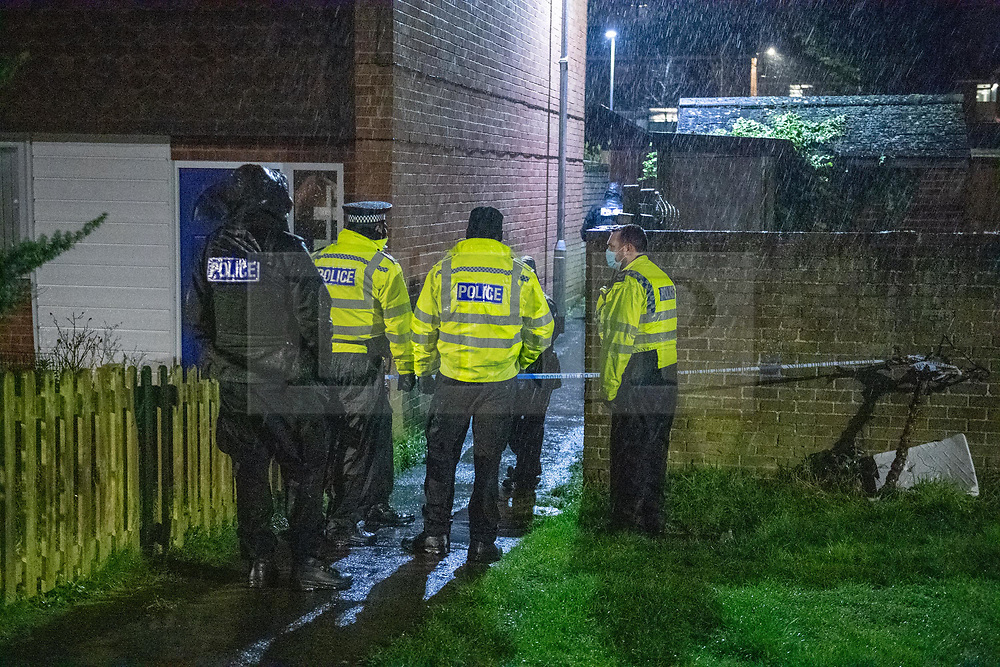 © Licensed to London News Pictures. 06/02/2021. Reading, UK. Uniformed police officers stand at a cordon in an alleyway near the crime scene. At approximately 18:55GMT Thames Valley Police were called to reports of an altercation in Dulnan Close, Tilehurst in Reading. A 25-year-old man sustained multiple injuries and died at the scene. Photo credit: Peter Manning/LNP