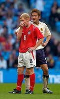 Fotball<br /> Photo. Jed Wee, Digitalsport<br /> NORWAY ONLY<br /> <br /> England v Japan, The FA Summer Tournament, 01/06/2004.<br /> What a stinker. England's Paul Scholes seems to show what he thinks of the England performance, as Japan's Junichi Inamoto looks on.