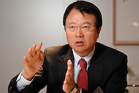 30 AUG 2007, BERLIN/GERMANY:<br /> JongWoo Park, President & CEO, Samsung Digital Media Business, waehrend einem Interview, Samsung Messestand, Internationale Funkausstellung, IFA<br /> IMAGE: 20070830-01-002<br /> KEYWORDS: Jong Woo Park