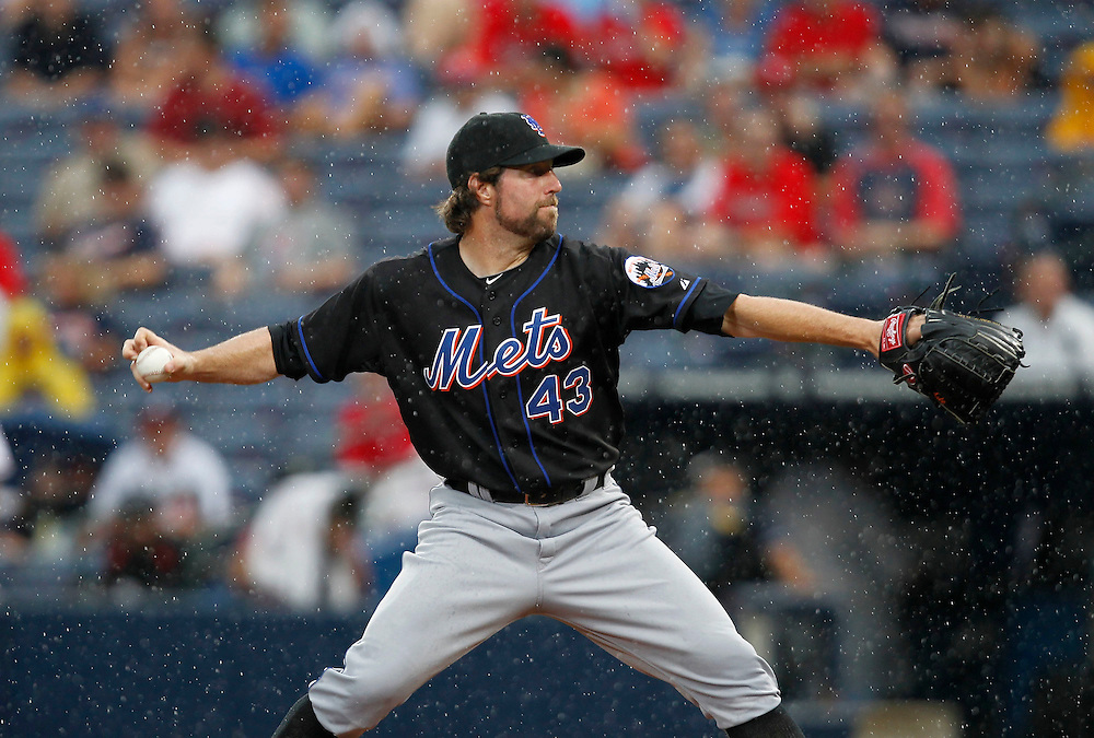 ATLANTA - AUGUST 03:  Pitcher R.A. Dickey #43 of the New York Mets throws a knuckleball in the rain during the game against the Atlanta Braves at Turner Field on August 3, 2010 in Atlanta, Georgia.  The Mets beat the Braves 3-2.  (Photo by Mike Zarrilli/Getty Images)