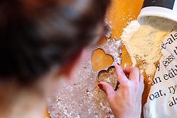 THEMENBILD - eine Frau sticht Kekse aus dem Lebkuchenteig mit Herzform aus, aufgenommen am 03. Dezember 2017, Kaprun, Österreich // a woman pricks cookies out of gingerbread dough with heart shape on 2017/12/03, Kaprun, Austria. EXPA Pictures © 2017, PhotoCredit: EXPA/ JFK