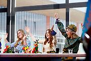 EINDHOVEN, 27-04-2021, High Tech Campus<br /> <br /> Koningin Maxima met hun dochters Prinses Amalia, Prinses Alexia en Prinses Ariane tijdens Koningsdag 2021 op de High Tech Campus in Eindhoven Foto: Brunopress/POOL/Mischa Schoemaker<br /> <br /> Queen Maxima with their daughters Princess Amalia, Princess Alexia and Princess Ariane during King's Day 2021 at Eindhoven