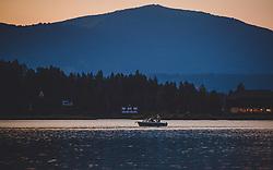 THEMENBILD - ein Boot am Faakersee bei Sonnenuntergang, aufgenommen am 20. Juni 2018 in Faak am See, Österreich // a boat at Faakersee at sunset, Faak am See, Austria on 2018/06/20. EXPA Pictures © 2018, PhotoCredit: EXPA/ JFK