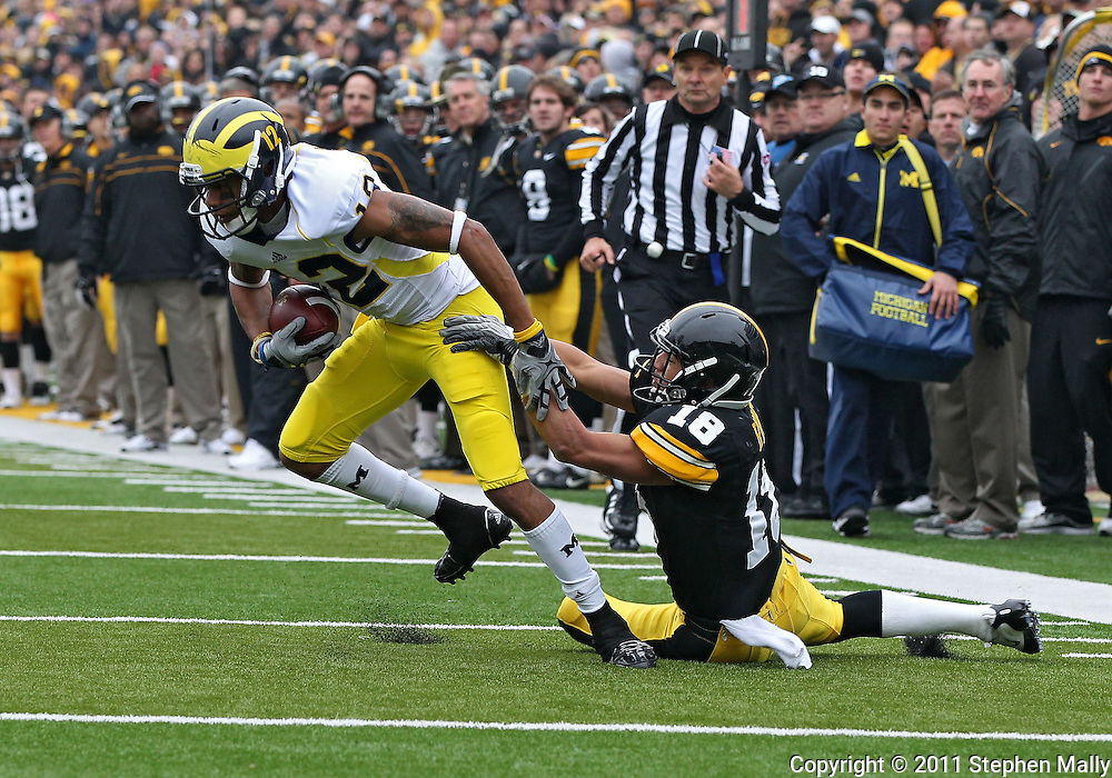 November 05, 2011: Michigan Wolverines wide receiver Roy Roundtree (12) spins away from Iowa Hawkeyes cornerback Micah Hyde (18) during the second half of the NCAA football game between the Michigan Wolverines and the Iowa Hawkeyes at Kinnick Stadium in Iowa City, Iowa on Saturday, November 5, 2011. Iowa defeated Michigan 24-16.