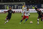 Fussball: 1. Bundesliga, Hamburger SV - FC Bayern Muenchen, Hamburg, 22.01.2016<br /> <br /> Ivo Ilicevic (HSV, m.) - Thiago (l.) und David Alaba (beide Bayern)<br /> <br /> © Torsten Helmke