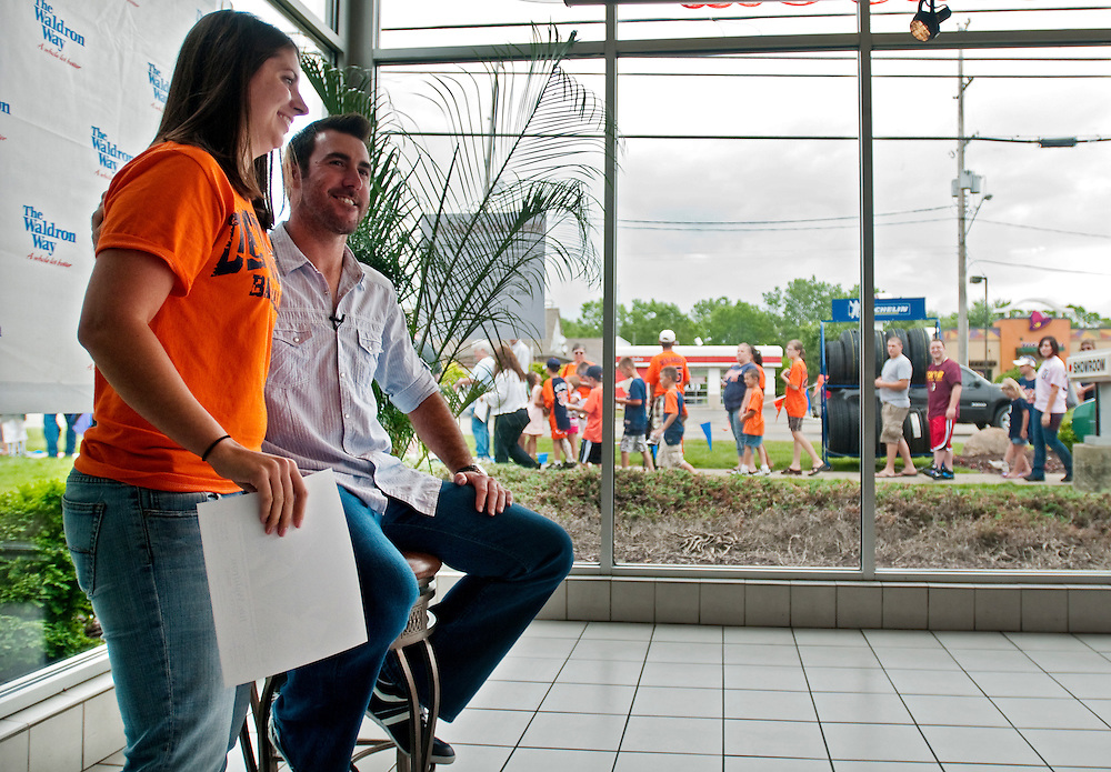 """Matt Dixon   The Flint Journal..Nicole Dahl, 25, of Auburn gets her picture taken with Detroit Tigers pitcher Justin Verlander as others wait in line outside Jim Waldron Buick-GMC in Davison. """"I'm shaking. It was awesome,"""" she said briefly after exiting the showroom Thursday afternoon. Dahl made the hour drive to wait in line since about 8:30 a.m."""