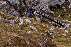 09.09.2016, Heiligenblut, AUT, Kunstflieger Hannes Arch stirbt bei Hubschrauberabsturz, Der österreichische Red Bull Air Race-Pilot Hannes Arch ist in der Nacht auf 9. September bei einem Hubschrauberabsturz im Großglocknergebiet in Kärnten ums Leben gekommen. Arch hatte mit seinem Hubschrauber einen Transportflug zu einer Hütte absolviert. Ein zweiter Hubschrauberinsasse wurde beim Absturz schwerst verletzt, im Bild das Wrack des Hubschraubers von Hannes Arch an der Absturzstelle // the wreckage of Hannes Arch´s helicopter at the crash site The Austrian Red Bull Air Race pilot Hannes Arch came at night on September 9 in a helicopter crash in the Grossglockner area killed. Arch had graduated with his helicopter transport flight to a hut. A second helicopter passenger was severely injured in the crash Heiligenblut, Austria on 2016/09/09. EXPA Pictures © 2016, PhotoCredit: EXPA/ JFK