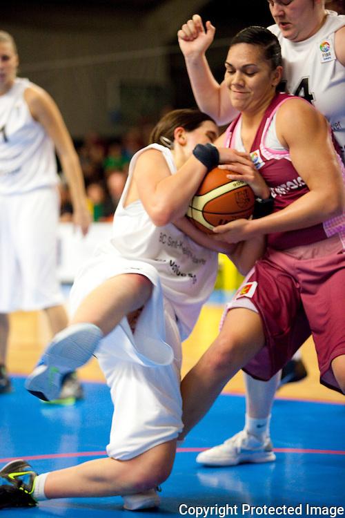 368538- Basketbal: Katelijne - Arras-5 Aline Verelst (katelijne) 9 Soana Lucet (arras) 14 Anne Winkelmans