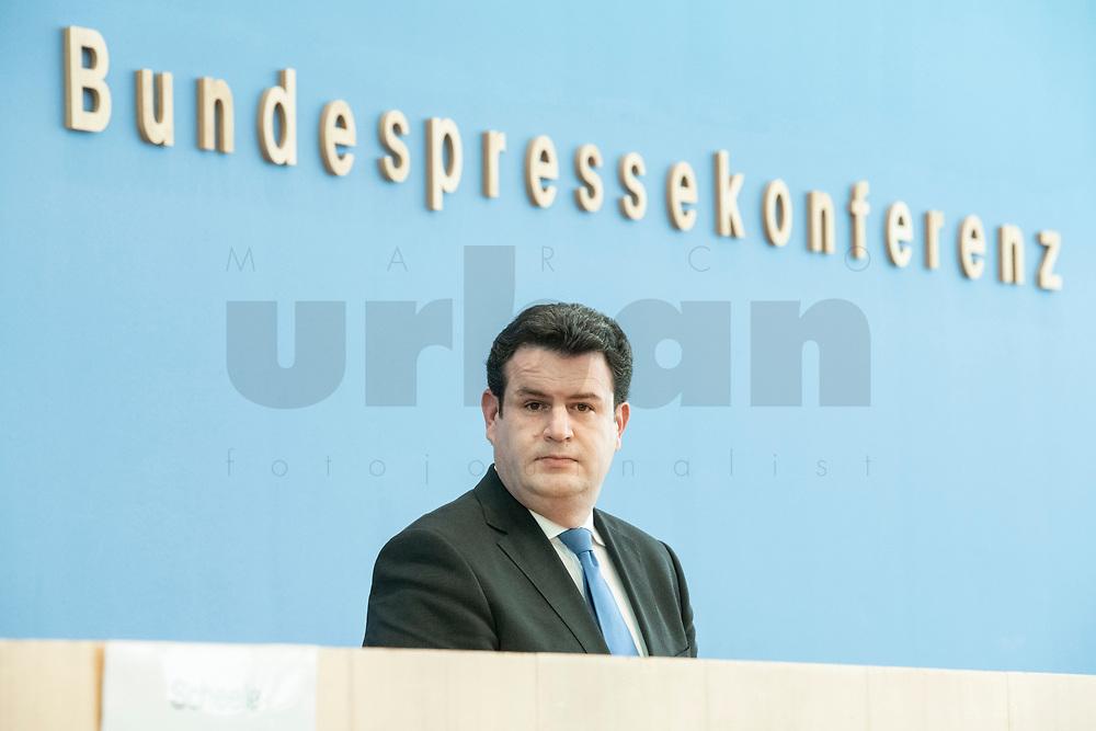 """31 MAR 2020, BERLIN/GERMANY:<br /> Hubertus Heil, SPD, Bundesarbeitsminister,. waehrend einer Pressekonferenz zum Thema """"Zur Lage am deutschen Arbeitsmarkt"""" waehrend der Corona-Krise, Bundespressekonferenz<br /> IMAGE: 20200331-01-036<br /> KEYWORDS: BPK"""