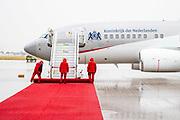 BERLIJN, 05-07-2021, Vliegveld Berlijn-Brandenburg<br /> <br /> Koning Willem Alexander en Koningin Maxima tijdens het Staatsbezoek aan Duitsland. Het bezoek aan Berlijn vormt de afronding van een reeks deelstaatbezoeken die het Koninklijk Paar sinds 2013 aan Duitsland heeft gebracht. <br /> <br /> King Willem Alexander and Queen Maxima during the state visit to Germany. The visit to Berlin concludes a series of state visits that the Royal Couple has made to Germany since 2013. FOTO: Brunopress/POOL<br /> <br /> Op de foto / On the photo: Aankomst Vliegveld Berlijn-Brandenburg / Arrival Airport Berlin-Brandenburg